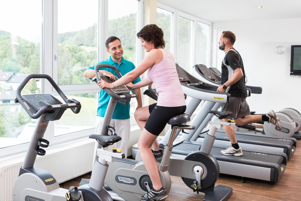 Bewegungstherapie und Fitness
